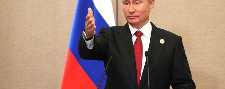 Economist поместил на обложку Путина в образе царя