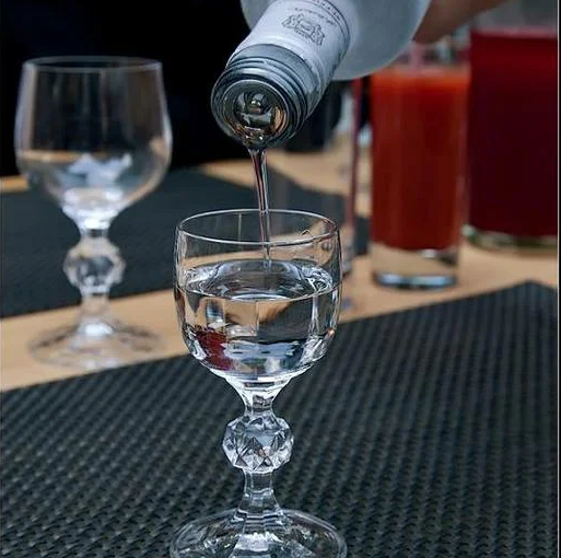 Как пить водку, чтобы не было противно, а получая удовольствие? 8 советов от знатока